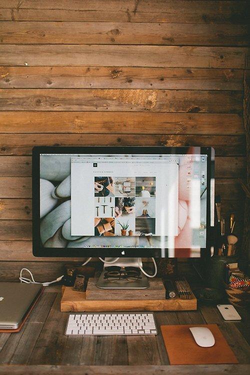 bureau la femme du bucheron. Black Bedroom Furniture Sets. Home Design Ideas